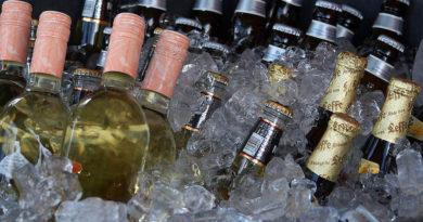 Bier en wijn - Bron Freestockphotos (Publiek Domein)